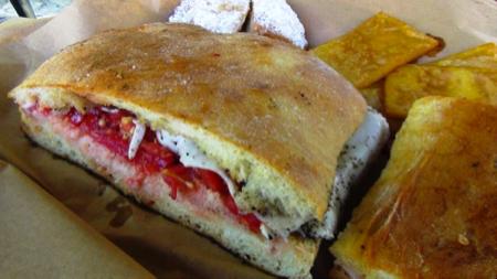 Il pane cunzatu - cibo di strada Palermo 1