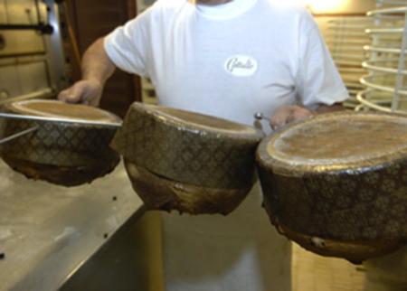 panettone tipico della tradizione artigiana milanese 3