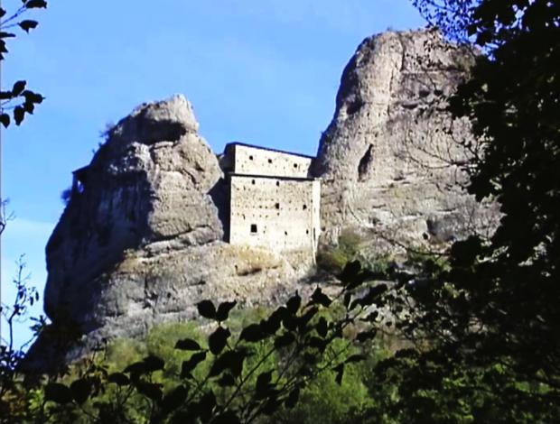 6spec Genova-7-Castello della Pietra a Vobbia 1