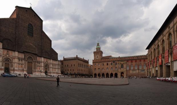 piazza Maggiore cuore di bologna 1