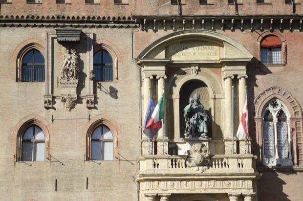 piazza Maggiore cuore di bologna 10