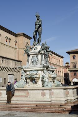 piazza Maggiore cuore di bologna 13