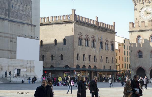 piazza Maggiore cuore di bologna 4