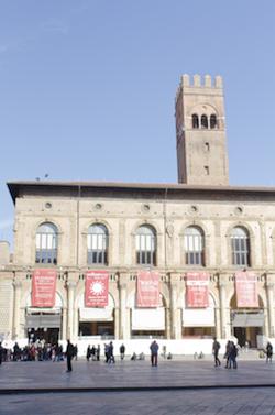 piazza Maggiore cuore di bologna 6