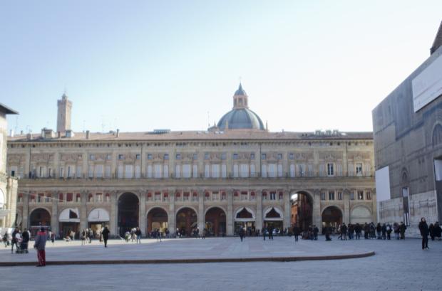 piazza Maggiore cuore di bologna 7