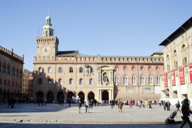 piazza Maggiore cuore di bologna 8