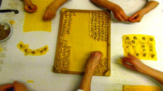 La lavorazione artigianale dei Tortellini di Valeggio