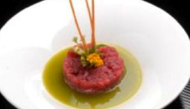 Tra Cagliari e Carloforte, lo chef Luigi Pomata, re del tonno in Sardegna