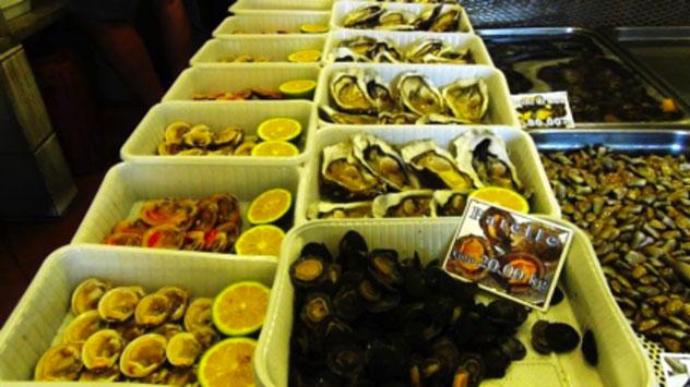 A Ognina (Catania), dal pesce al dolce, ristorazione diffusa per strada