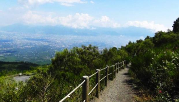 A piedi sul Vesuvio: un'escursione (davvero) mozzafiato