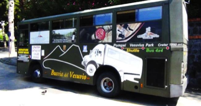 La Busvia del Vesuvio, sul vulcano con il fuoristrada collettivo