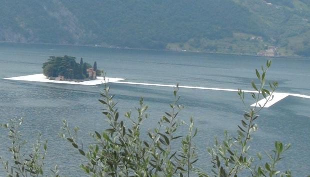 Ponte galleggiante di Christo sul Lago d'Iseo: le prime immagini