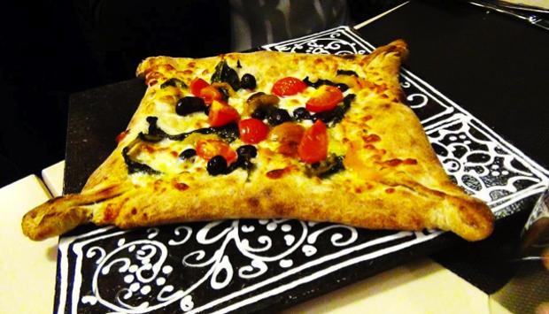 La pizza diversa del Tredici8 a Varese: a mattonelle o alla sicula