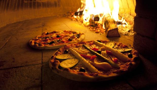 Per la pizza, meglio il forno a legna o quello elettrico? Miti da sfatare