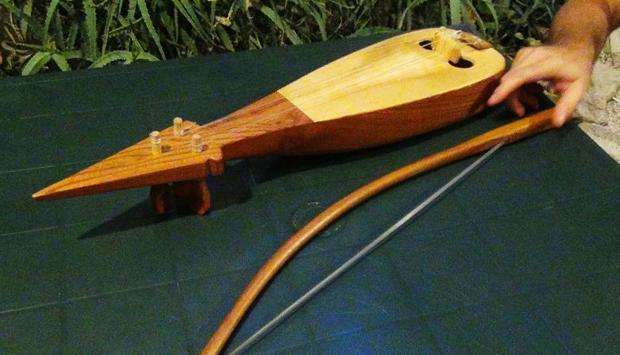 Musica popolare suonata con la storica Lira calabrese di Siderno (RC)
