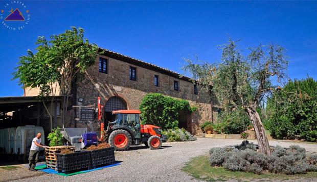Dalla cantina toscana La Lastra, Vernaccia San Gimignano e Chianti bio