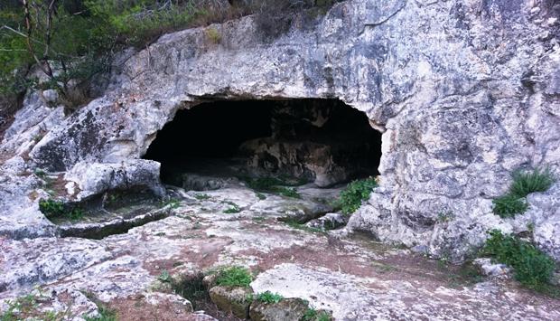Necropoli La Salata a Vieste, sepolture millenarie in un parco naturale