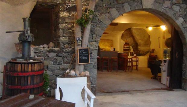 Cantina Kostantakis a Milos, vini dalle uve autoctone delle Cicladi