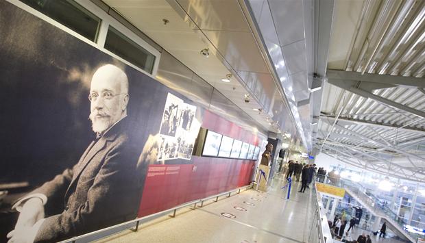 L'aeroporto di Atene, allestito come una mostra d'arte contemporanea