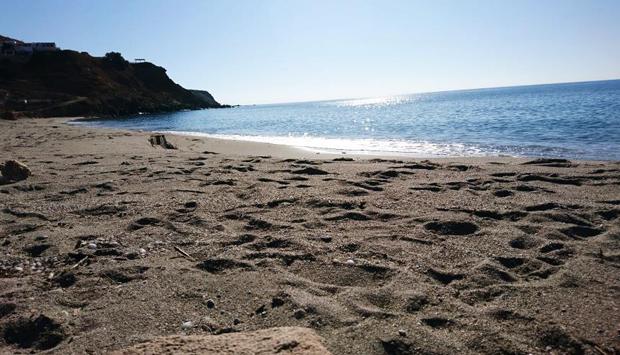 Le spiagge libere nell'isola greca di Milos, tutte le forme della natura