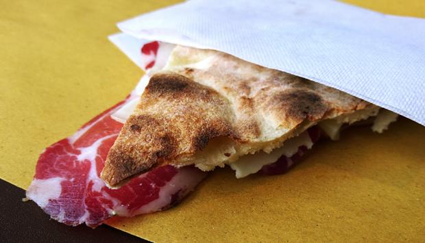 "Fantastica torta al testo ""de la Maria"", da Faliero sul Lago Trasimeno"