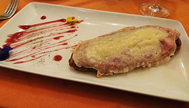 La Cotoletta alla bolognese, ricetta della cucina petroniana