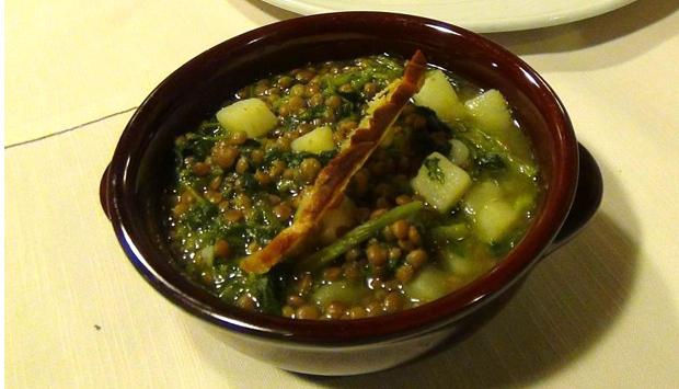 La zuppa di Lenticchie di Capracotta con patate e cicoria selvatica