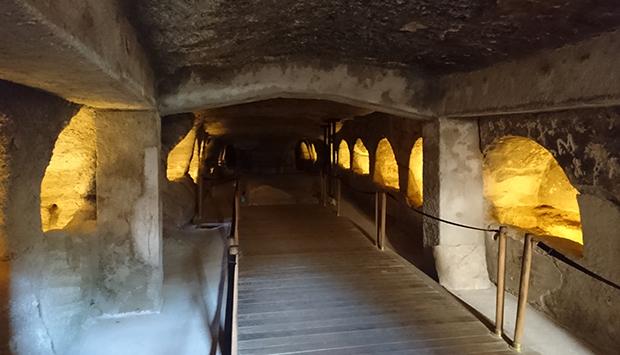 Catacombe dell'isola greca di Milos, tra le tre più importanti nel mondo